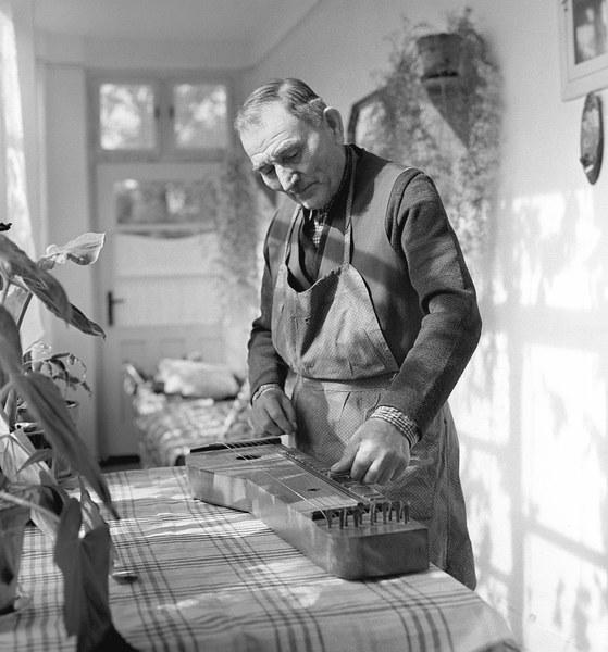 Citarista a výrobca citár Michal Doby 001-01