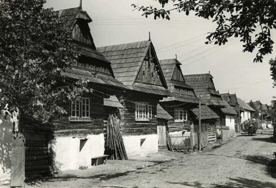 Obytné domy v Hruštíne 001-01