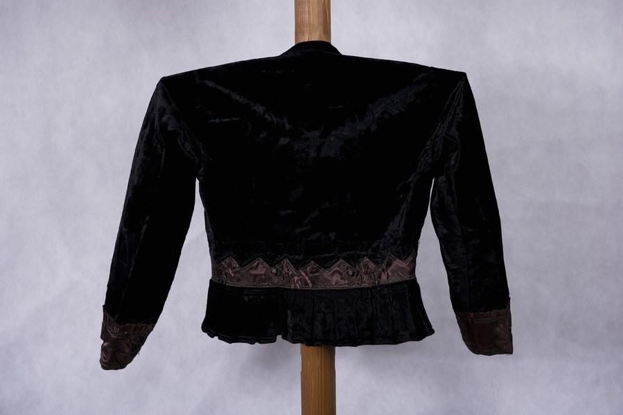 Ženský kabátik z Dolných Rykynčíc 004-03