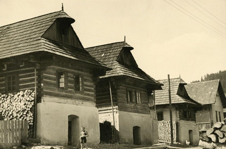 Obytné domy v Kráme 001-01