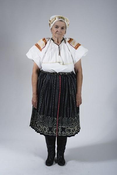 Ženský odev zo Bzovíka 002-01