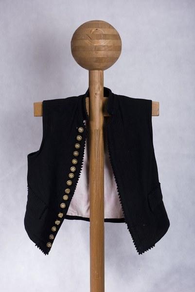 Mužský sviatočný lajblík z Dolných Rykynčíc 001-01