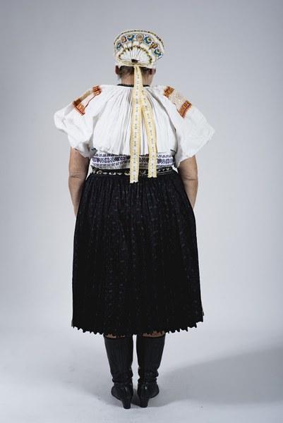 Ženský odev zo Bzovíka 002-02