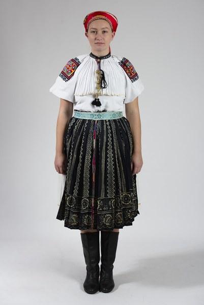 Ženský odev zo Bzovíka 003-01