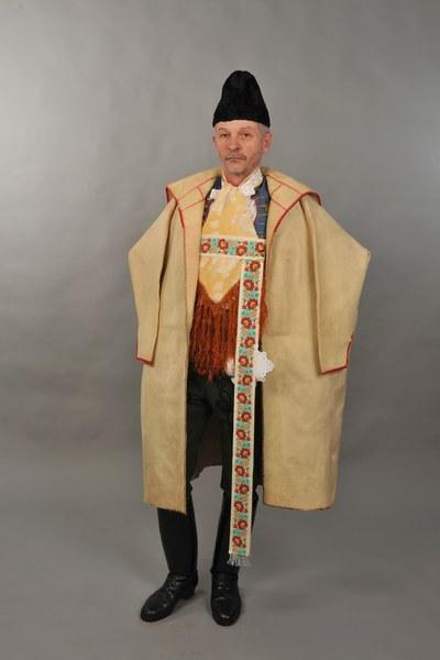 Mužský sviatočný odev z Mokrého Hája 001-01
