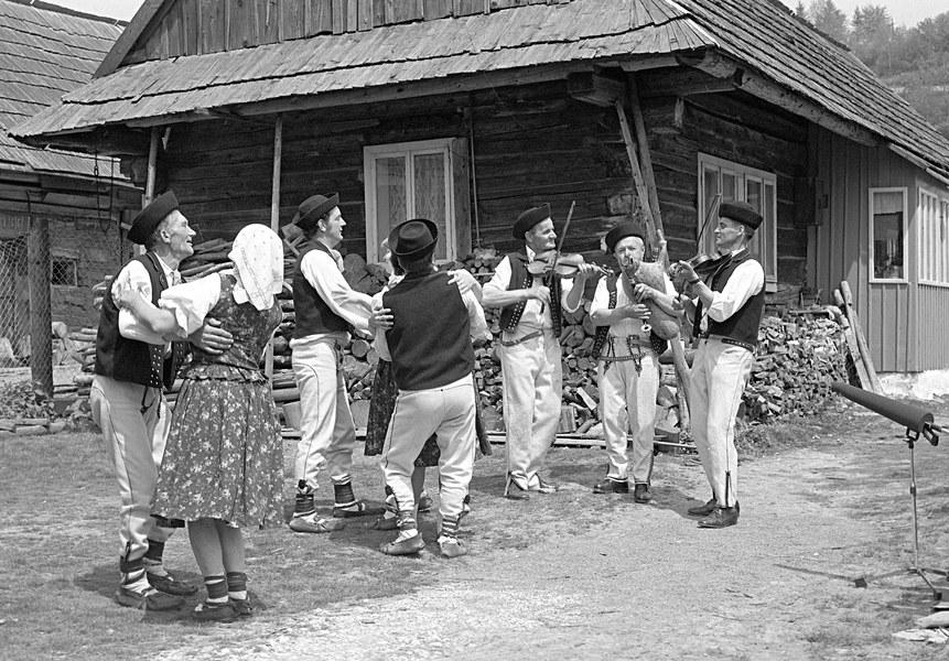 Tanec pri gajdošskej muzike 001-01
