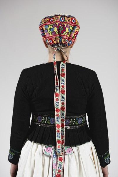 Ženský odev zo Bzovíka 004-04