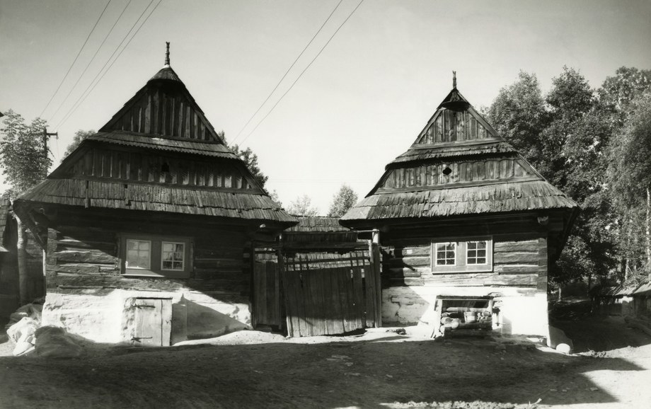 Obytné domy v Hruštíne 002-01