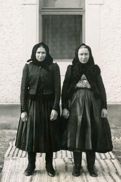 Ženský sviatočný odev zo Zvolenskej Slatiny 002-01