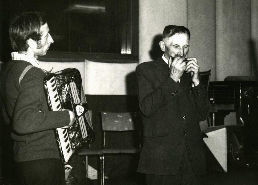 Hráč na ústnej harmonike Peter Krajči 001-02