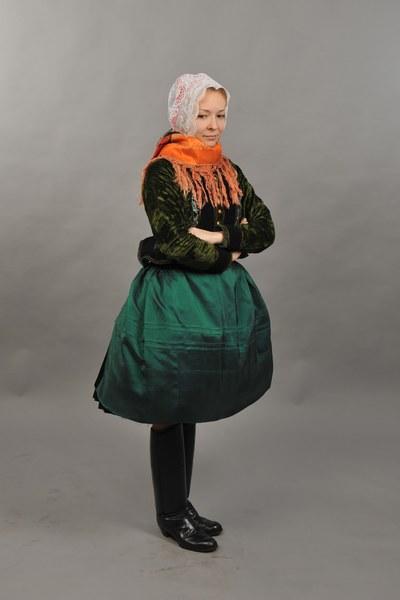 Ženský sviatočný odev z Mokrého Hája 001-01