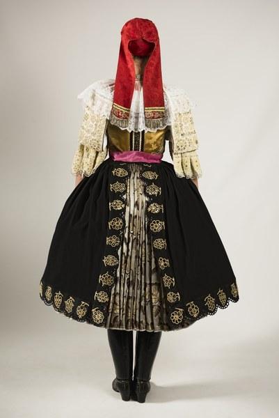 Ženský sviatočný odev z Cífera 001-02