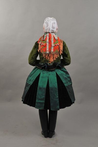 Ženský sviatočný odev z Mokrého Hája 001-02
