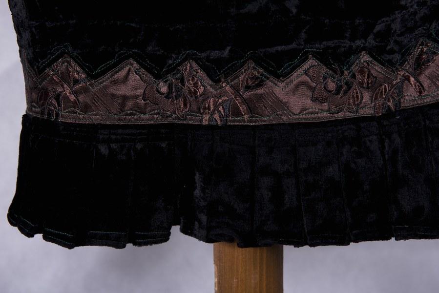 Ženský kabátik z Dolných Rykynčíc 004-04