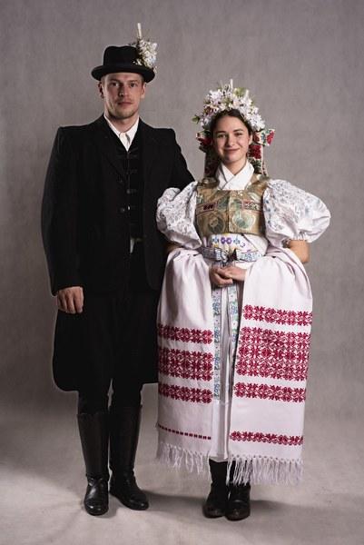 Odev svadobného páru zo Zvolenskej Slatiny 003-01