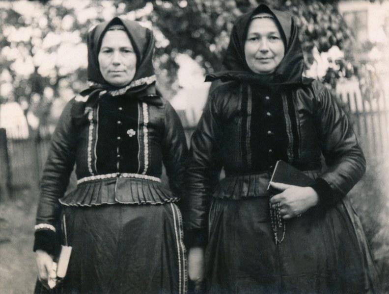 Ženský sviatočný odev zo Bzovíka 006-01