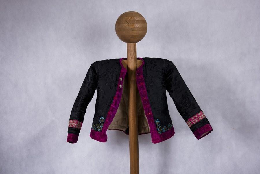 Ženský kabátik z Dolných Rykynčíc 002-01