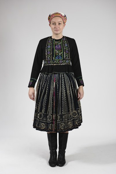 Ženský odev zo Bzovíka 004-01