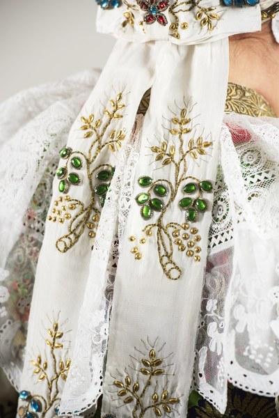 Ženský sviatočný odev z Cífera 004-06