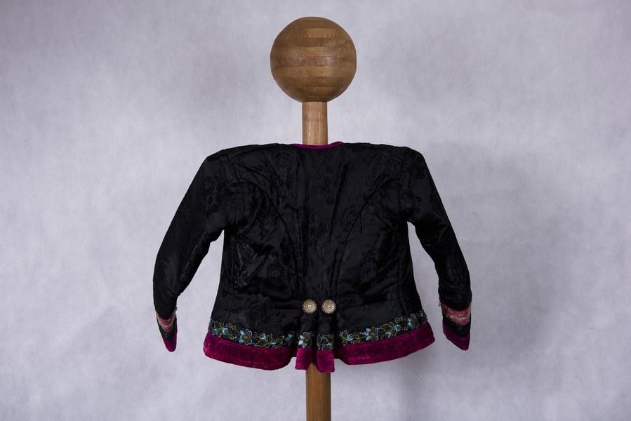 Ženský kabátik z Dolných Rykynčíc 002-02