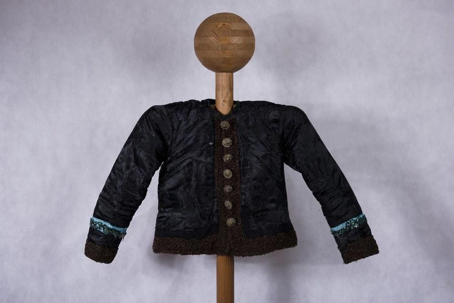 Ženský kabátik z Dolných Rykynčíc 001-01
