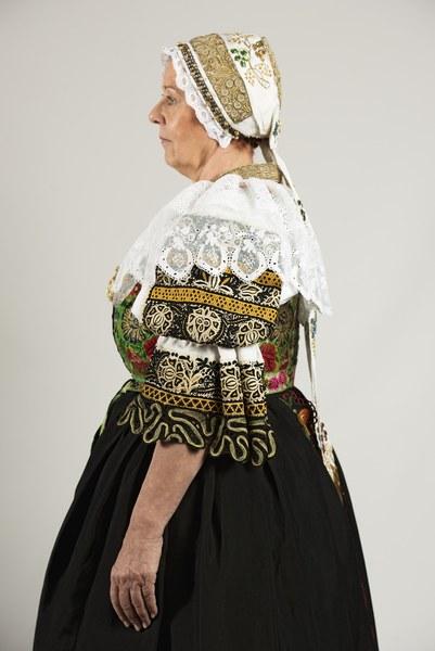 Ženský sviatočný odev z Cífera 004-04
