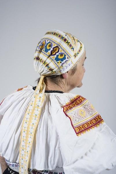 Ženský odev zo Bzovíka 002-08