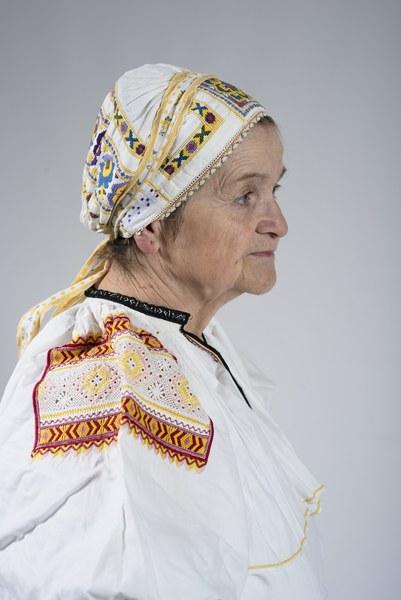 Ženský odev zo Bzovíka 002-07