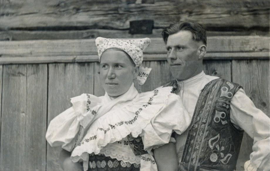 Ženský a mužský sviatočný odev z Detvianskej Huty 001-01