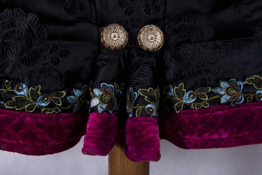 Ženský kabátik z Dolných Rykynčíc 002-03