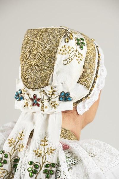 Ženský sviatočný odev z Cífera 004-05