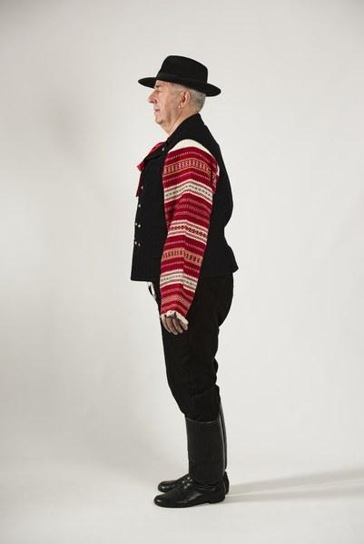 Mužský sviatočný odev z Cífera 002-03