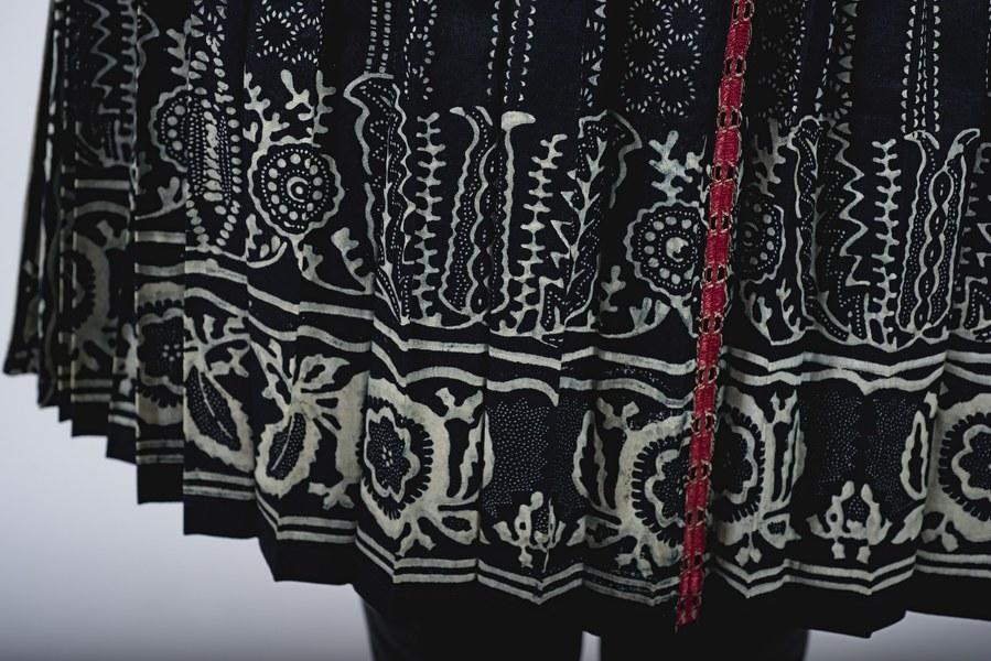 Ženský odev zo Bzovíka 002-04